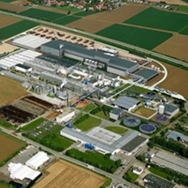 Der Bahnanschluss für das Holzlagerplatz, das Fertigwarenlager sowie das Zellstofflager des Papierfabrik in Plattling erstreckt sich über eine Länge von 3,5 Kilometern.