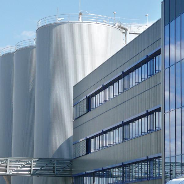 Die Jahresproduktionskapazität der Papiermaschine PM1 in Plattling beträgt 400.000 Tonnen.