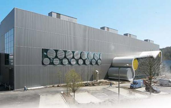 Schuster engineering hat die baudynamische Berechnung für die anspruchsvolle Versuchs-Maschine, die Tragwerksplanung sowie Bauprojektleitung inkl. örtlicher Bauleitung ausgeführt.