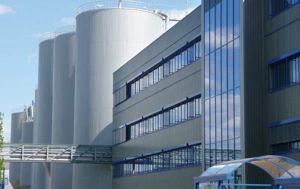 Die Erschließung des Logistikbereichs mit einem umfangreichen Straßennetz wurde ebenfalls von SCHUSTER engineering geplant.