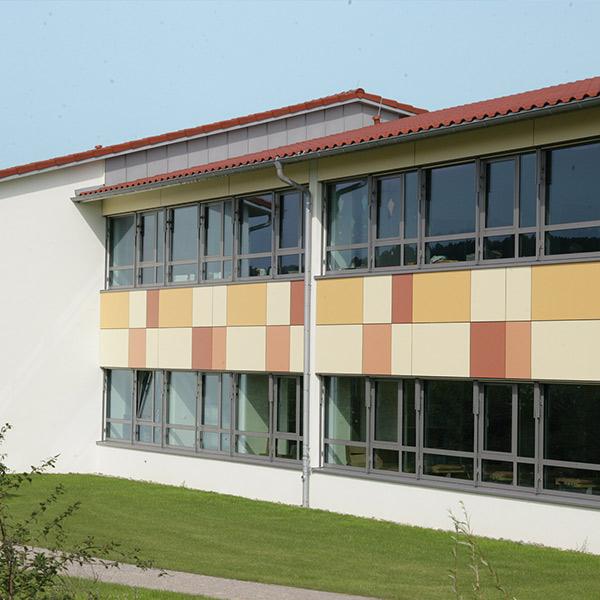 Acht Klassen finden im Gebäude der Grundschule in Neuburg an der Kammel Platz.