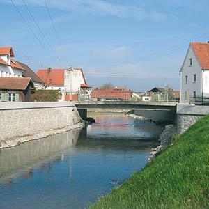 Der Markt Neuburg ist in den letzten Jahrzehnten des Öfteren von Hochwasser betroffen worden. SCHUSTER engineering hat nun adäquate Maßnahmen zum Hochwasserschutz umgesetzt.
