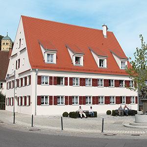 Haus der Wohnanlage für Menschen mit Behinderung in Neuburg / Kammel