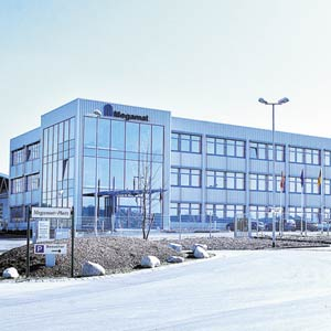 Die Firma Kardex / Megamat baute in Neuburg eine Produktionshalle mit ca. 12.000 m² und ein 3-geschossiges Verwaltungsgebäude mit 2.400 m² Nutzfläche.