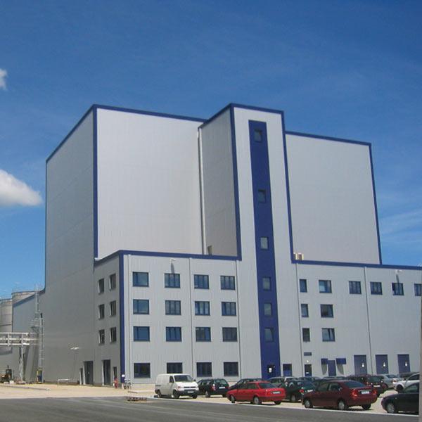 Hauptgebäude der Bioethanolanlage Schwedt. Schuster engineering war hier Baugeneralplaner für die Gesamtanlage.