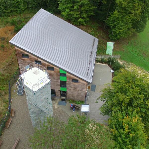 Die neue Kletterhalle des Alpenverein Krumbach von oben.