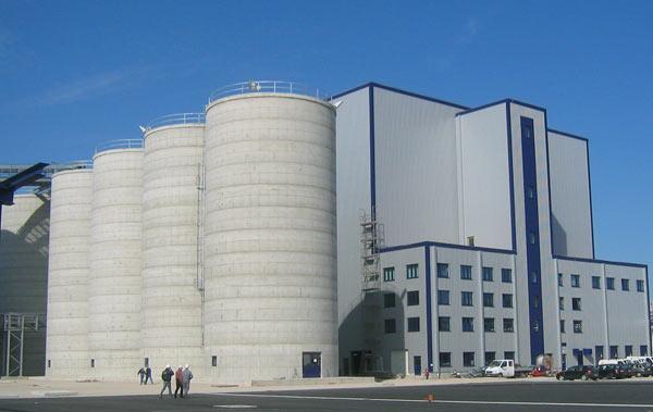 Neue Gebäude der Bioethanolanlage Schwedt. Schuster engineering war hier Baugeneralplaner für die Gesamtanlage.