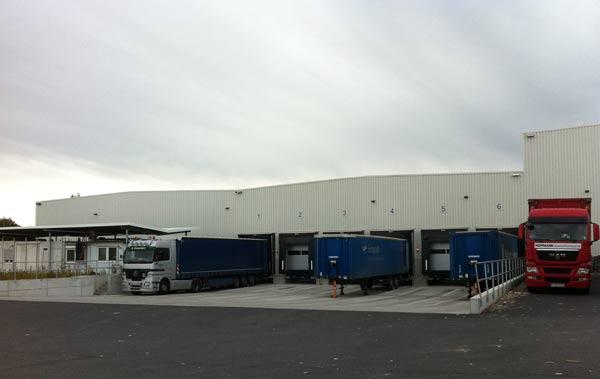 Die Verladung für das erweiterte Produktionsgebäude plante SCHUSTER ebenfalls.