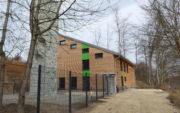 Außenansicht der neuen Kletterhalle des DAV in Krumbach.
