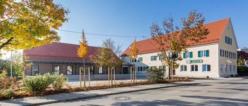 Das Dorfgemeinschaftshaus in Wattenweiler bildet ein lebendiges Zentrum für Vereine und Geselligkeit.